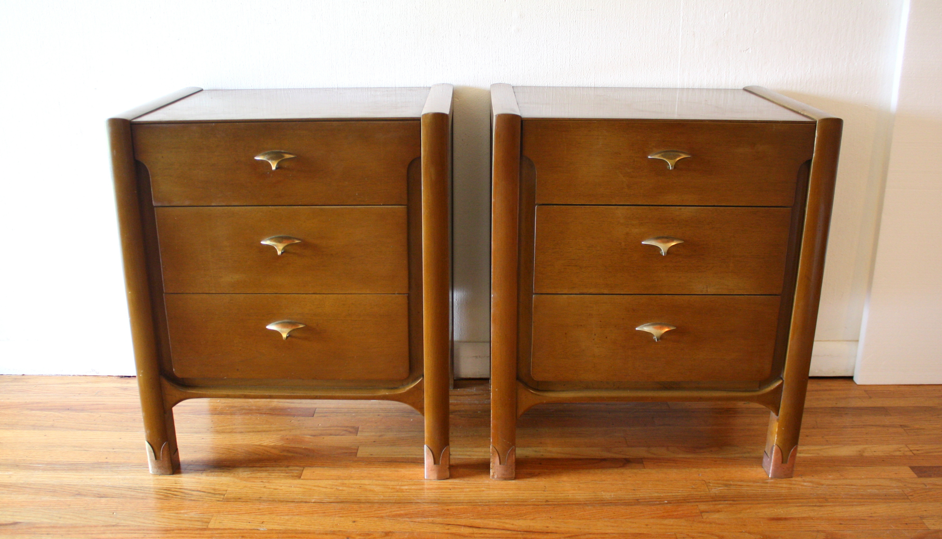 Mid Century Modern Tall Dresser And Pair Of Nightstands By
