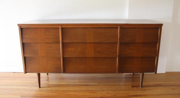 Ward low louvered dresser 1.JPG