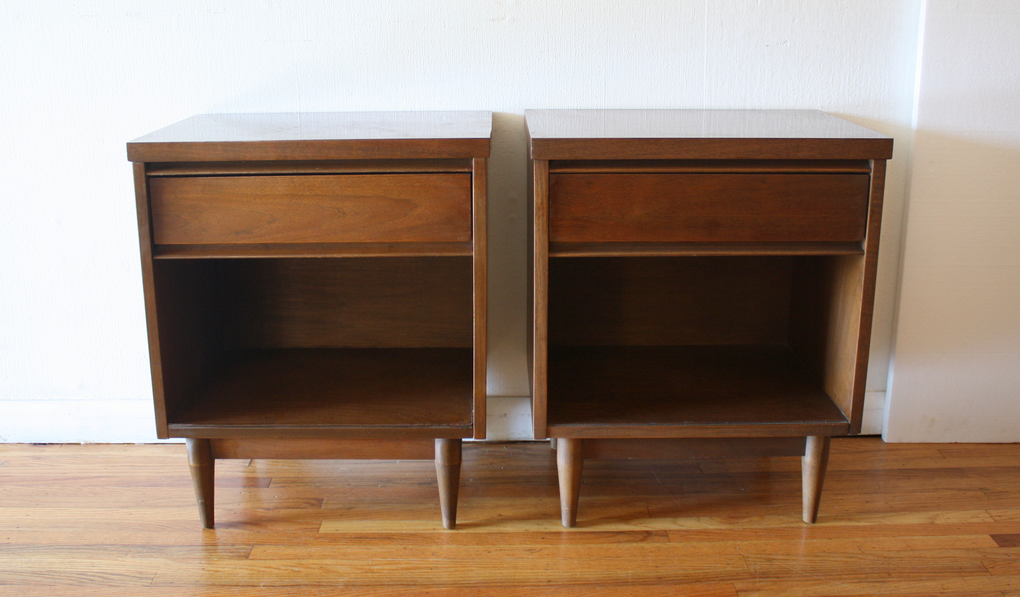 Mid Century Modern Low Dresser With Matching Nightstands