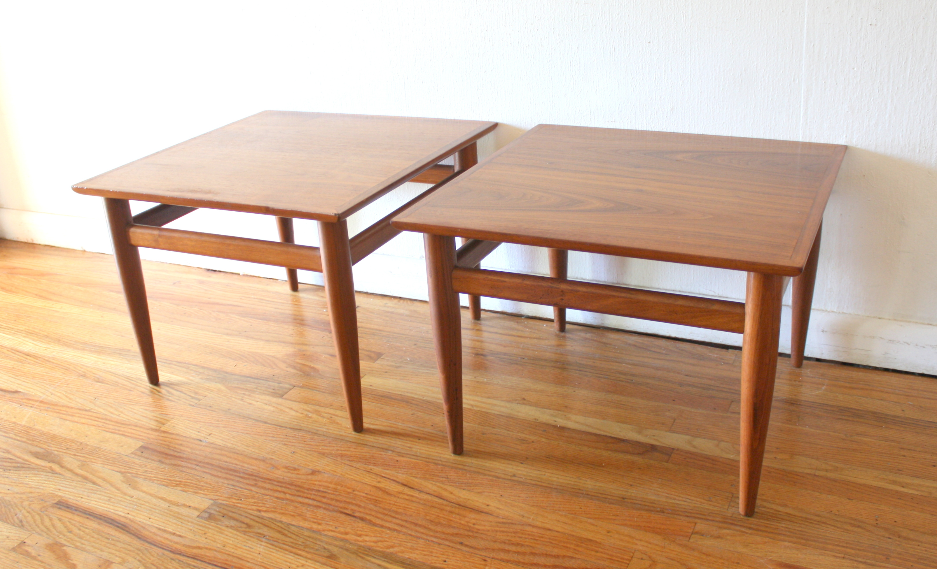 Mid Century Modern Pair Of Side End Tables By Henredon