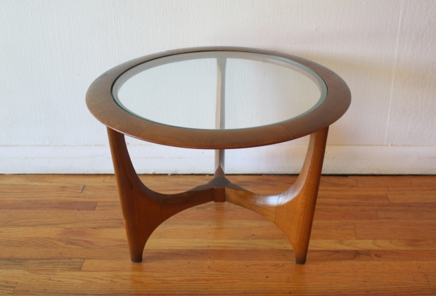Lane round glass topped sculpted base side end table 2.JPG
