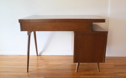 mcm-desk-with-floating-design-3