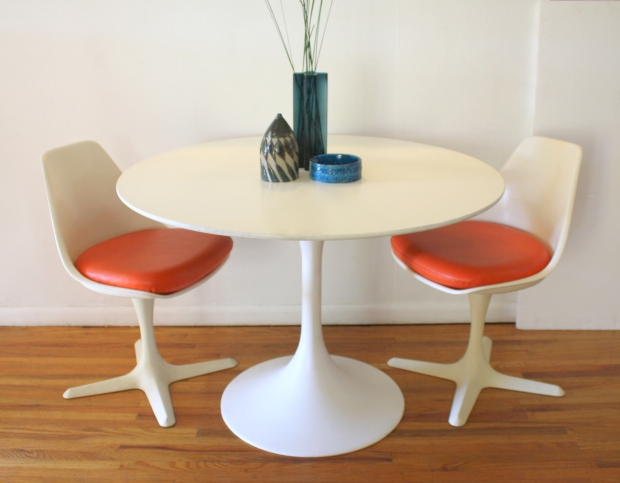 Surprising Mid Century Modern Saarinen Dining Table And Pair Of Burke Uwap Interior Chair Design Uwaporg