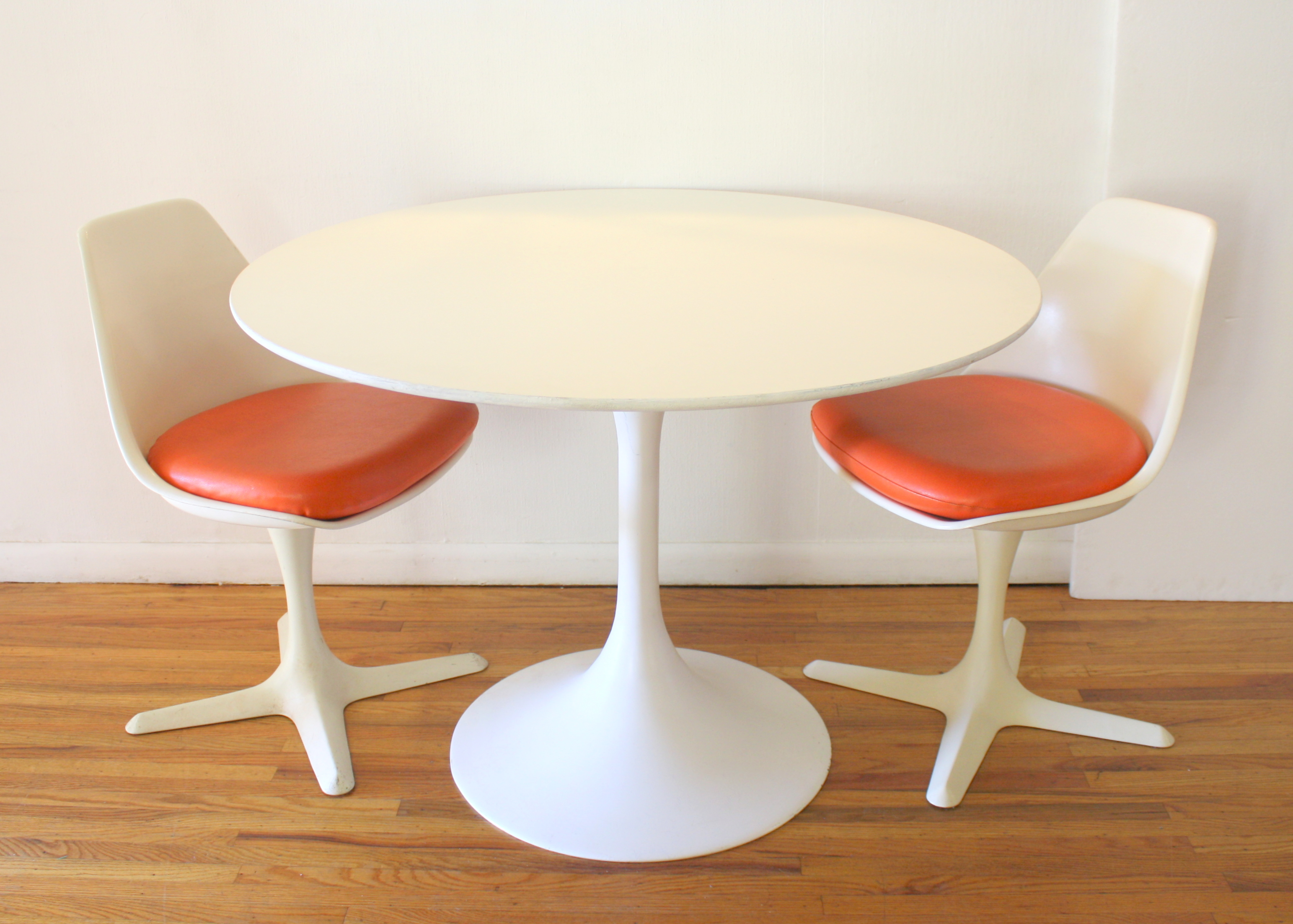 Saarinen Table And Burke Chairs 2 Picked Vintage