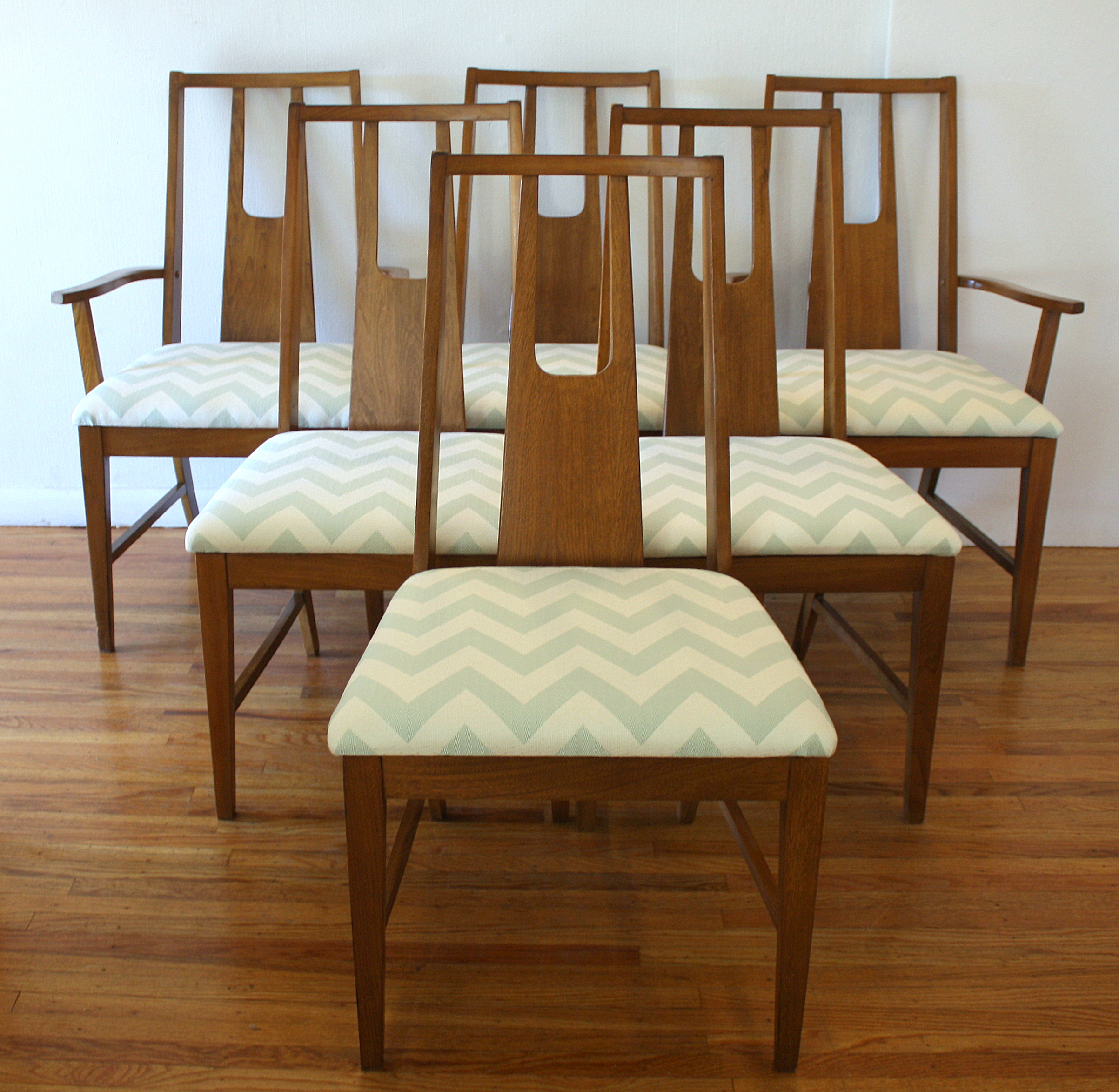 Mid Century Modern Set Of Dining Chairs Picked Vintage