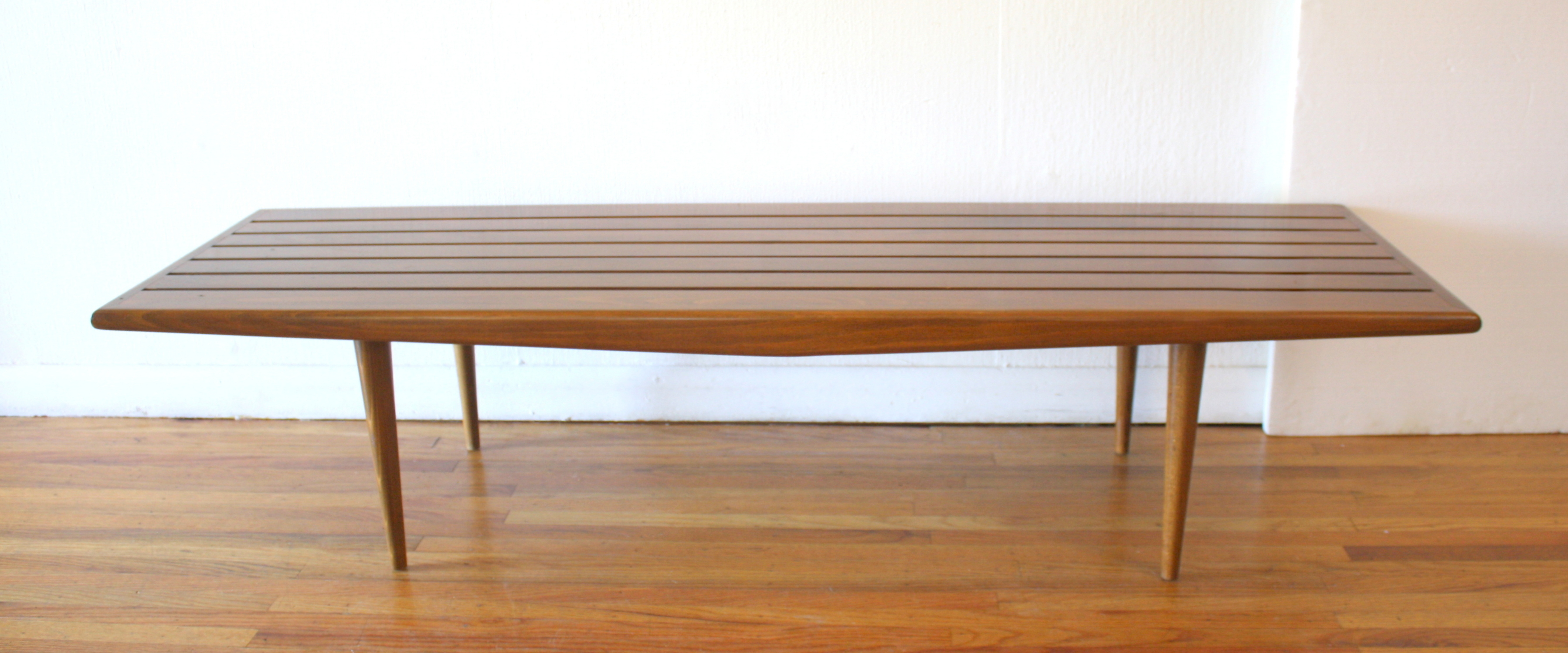 mcm slatted bench with arch 1