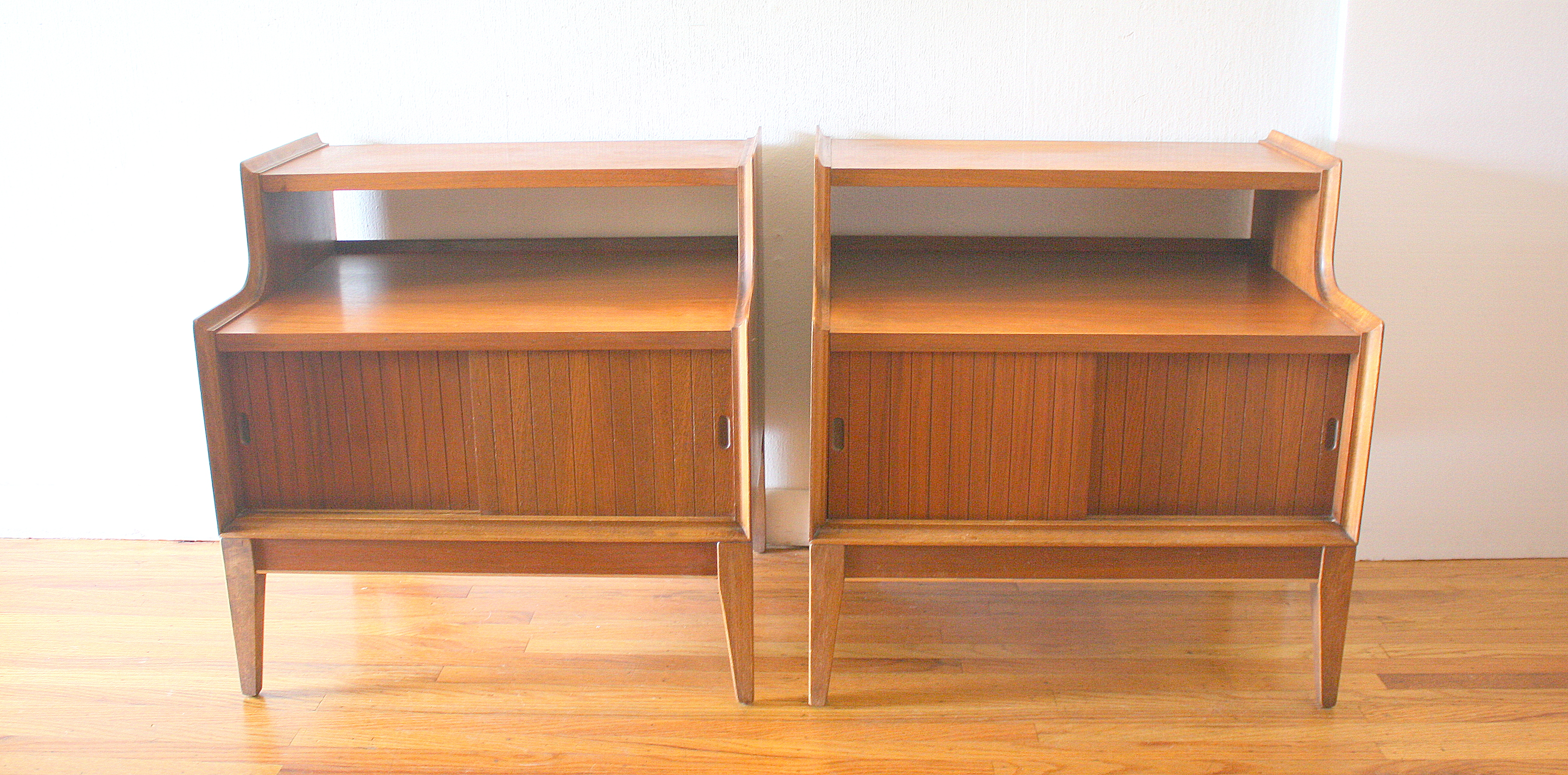 pair of 2 tiered nightstands withsliding doors 4.JPG