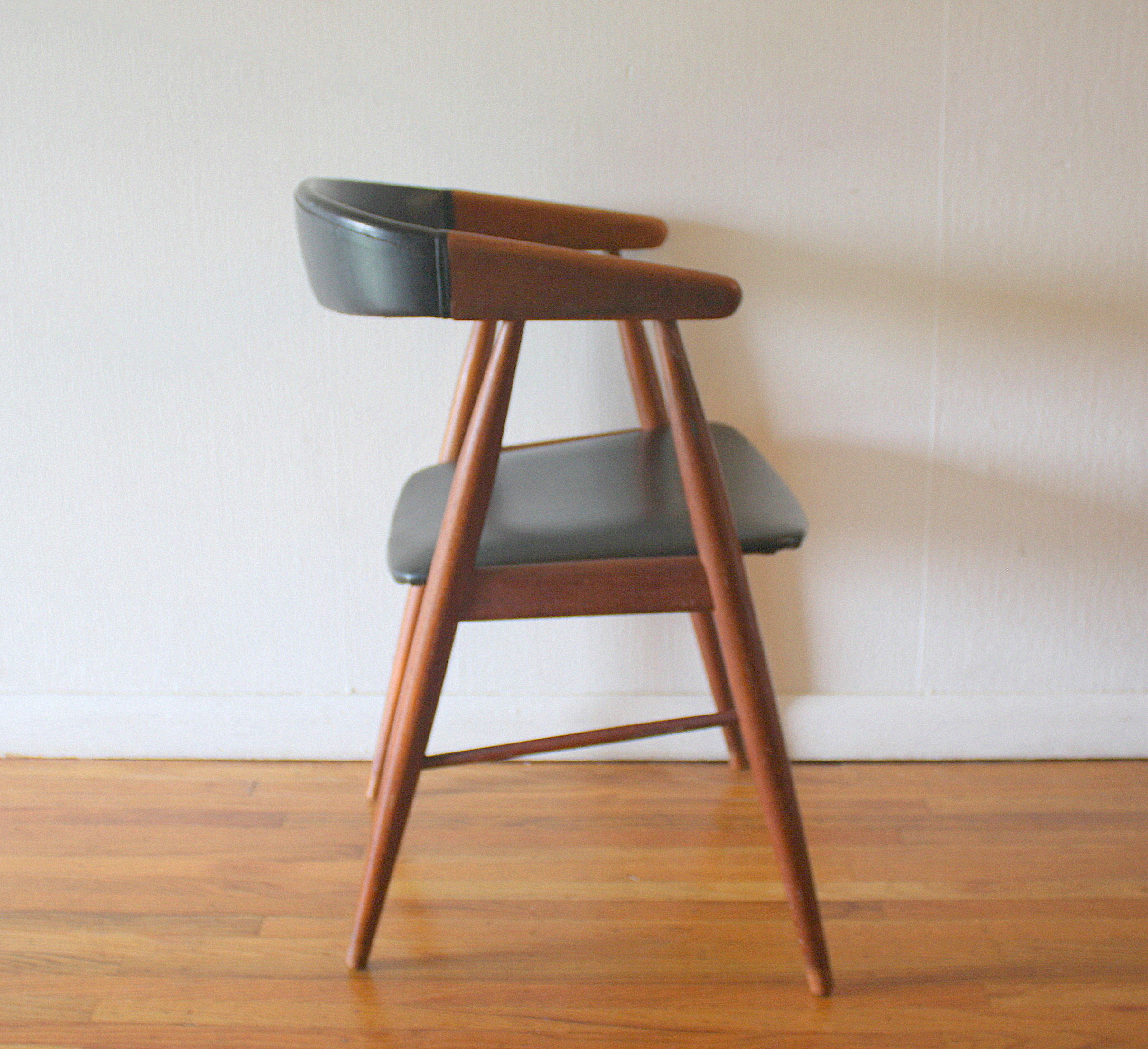 Mid century modern danish teak chair picked vintage for Mid century danish modern chair