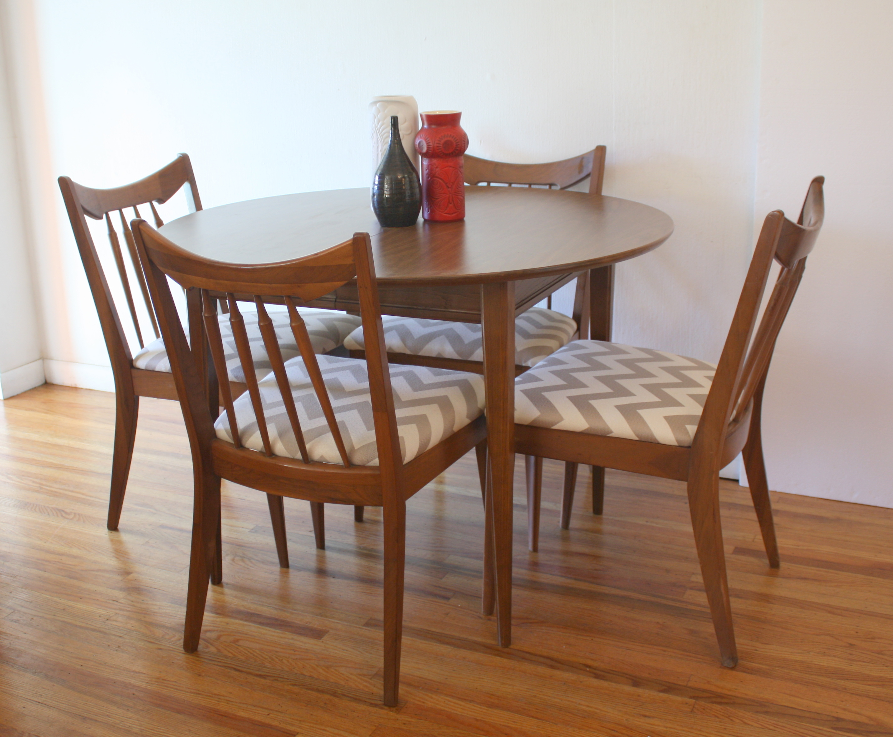 mcm round dining table and chairs 1.JPG