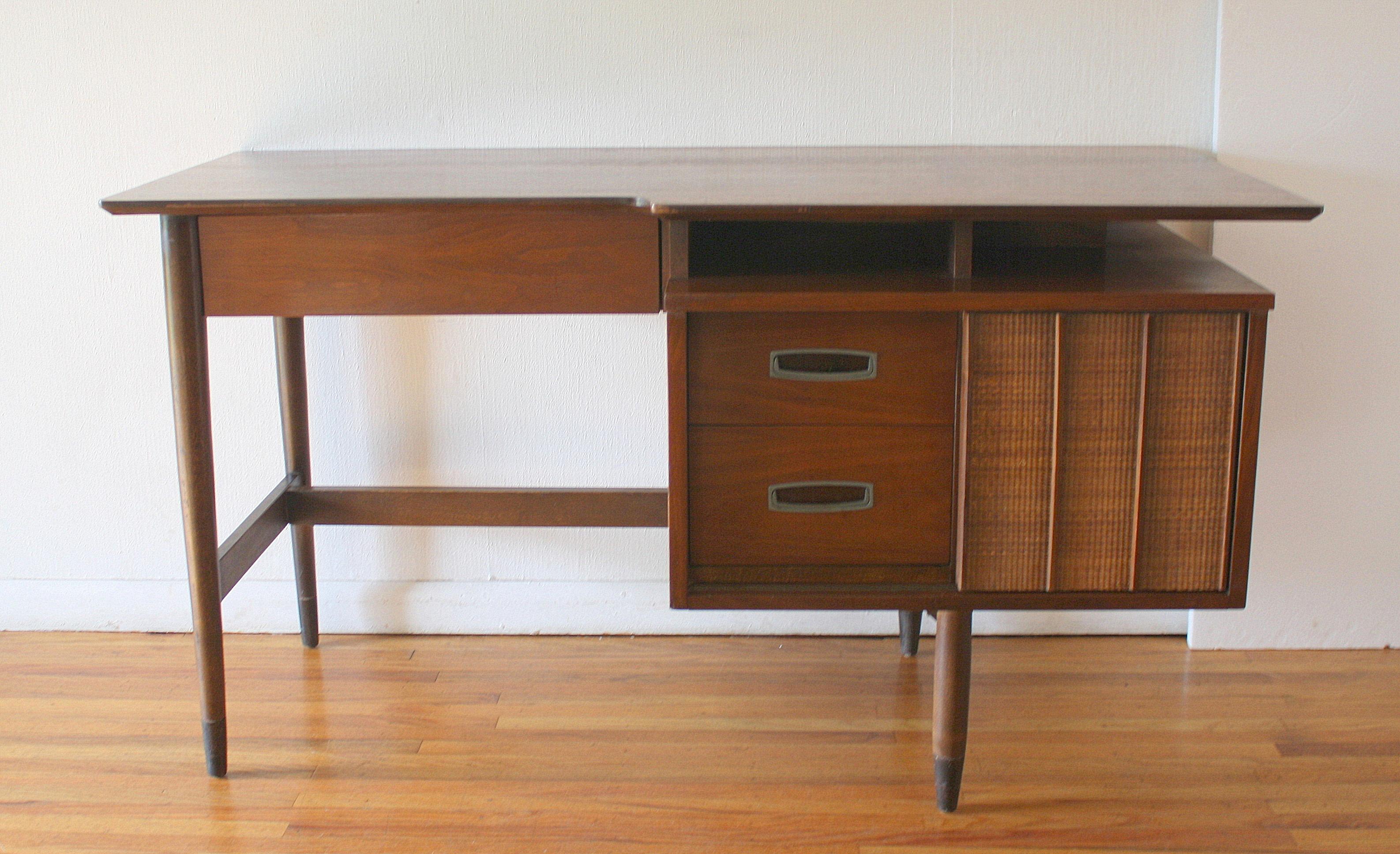 Hooker floating desk with bookshelf 2