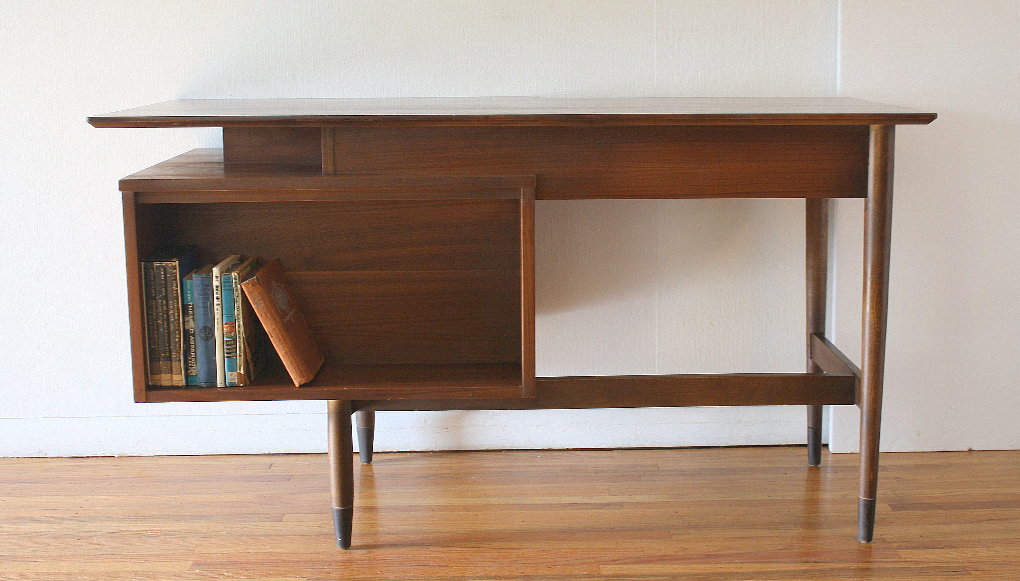Hooker floating desk with bookshelf 5