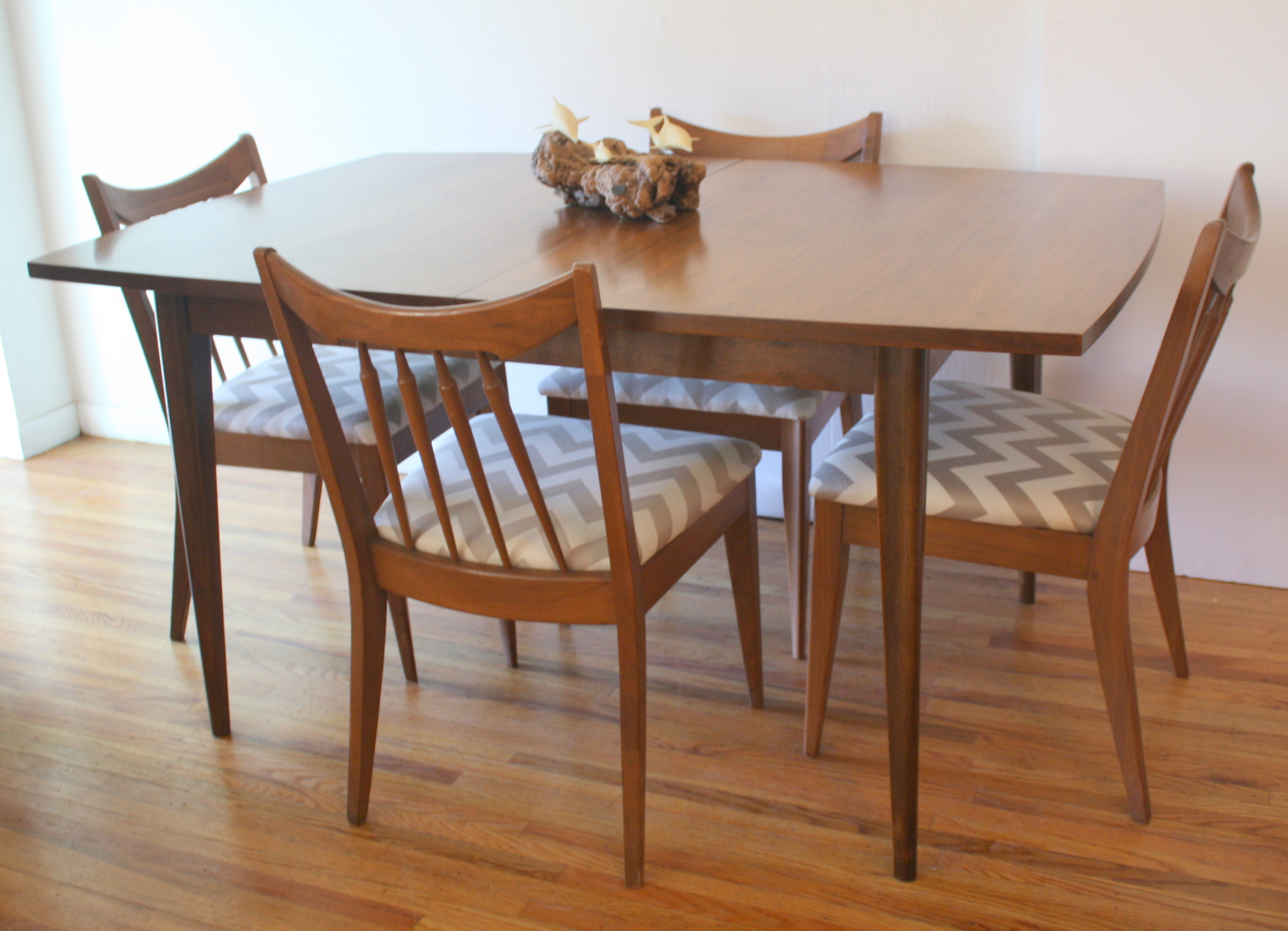 Broyhill Brasilia dining table with chairs