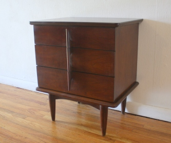 United nightstand 2