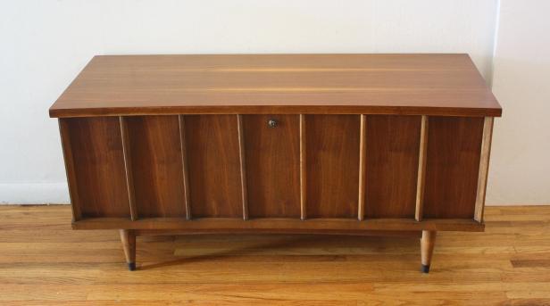 Lane cedar chest with concave edge 3