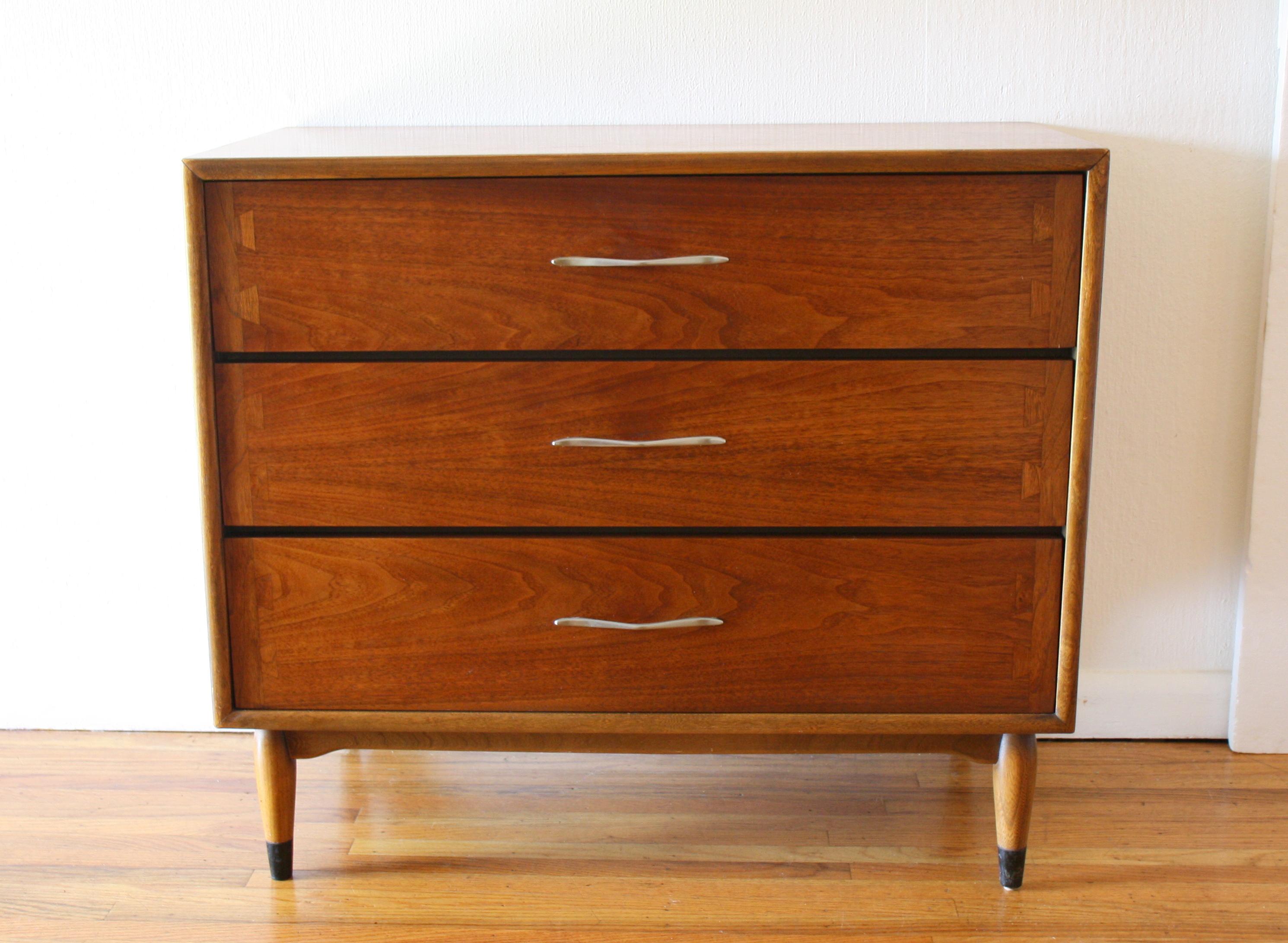 Lane Acclaim bachelor chest dresser 1.JPG