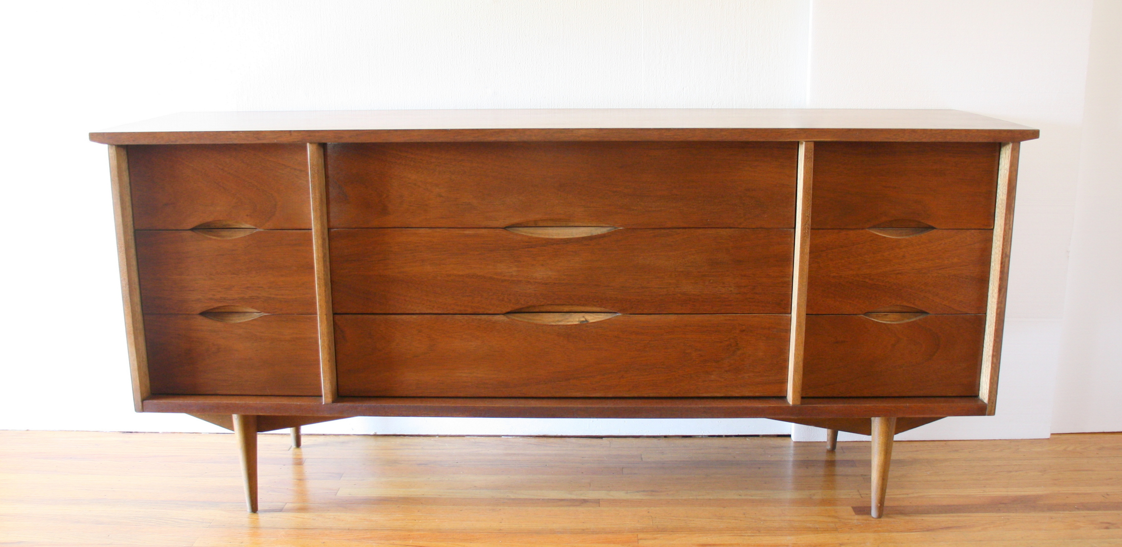 Bassett low dresser credenza carved handle 1.JPG