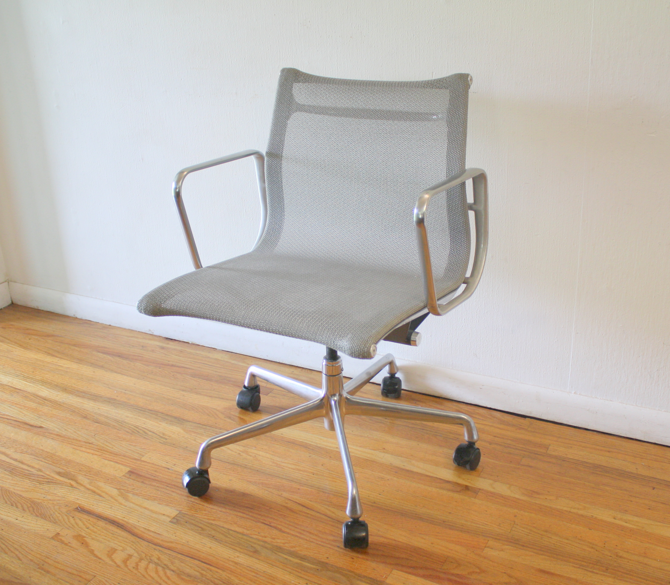 eames chair 1