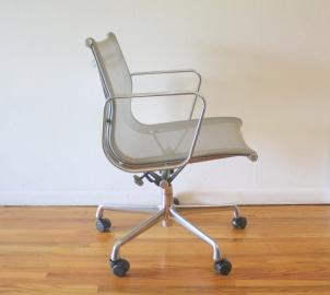 eames chair 2