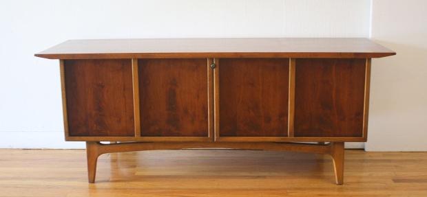 Lane cedar chest with sculpted base 1