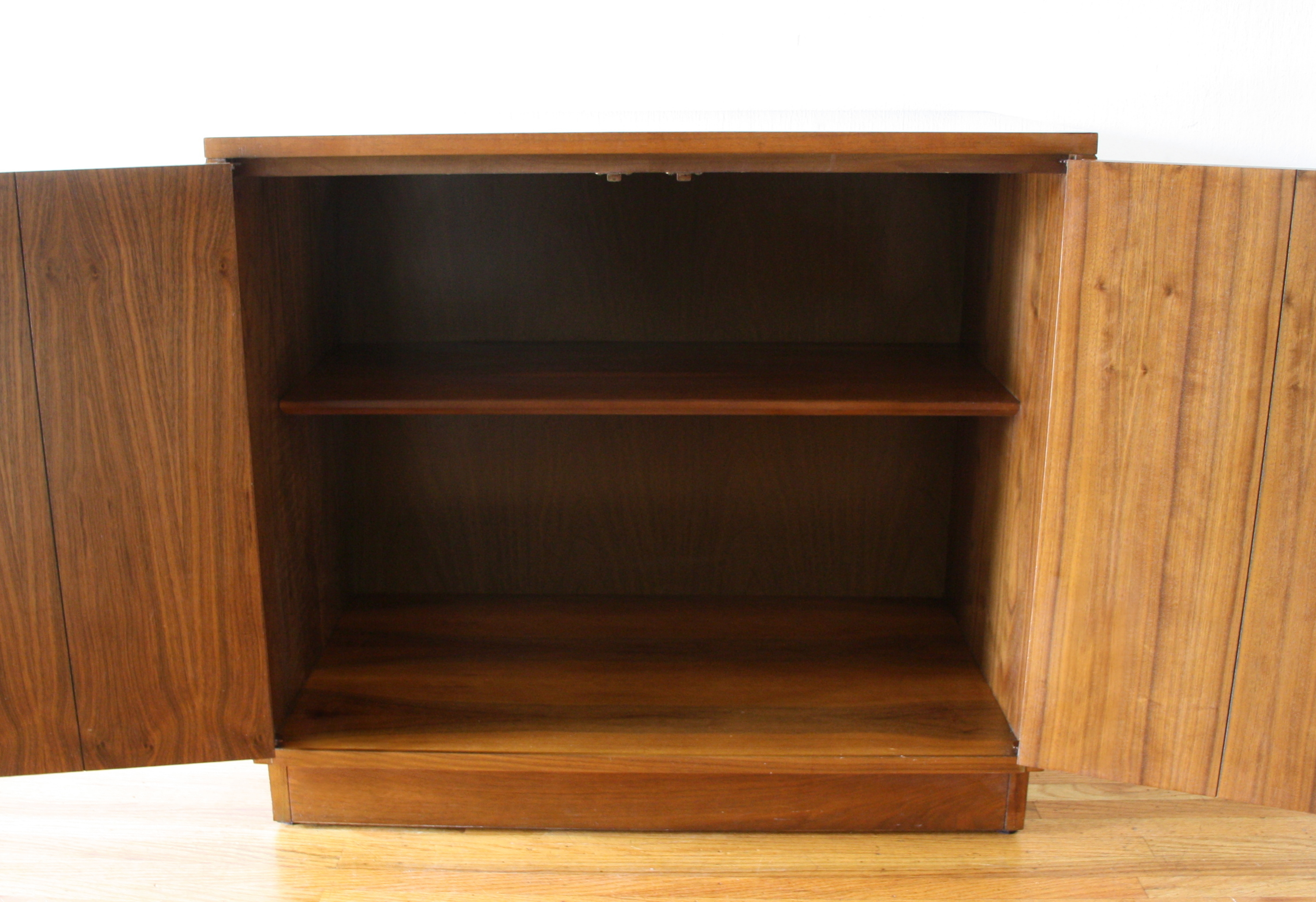 Lane Acclaim cabinet 2