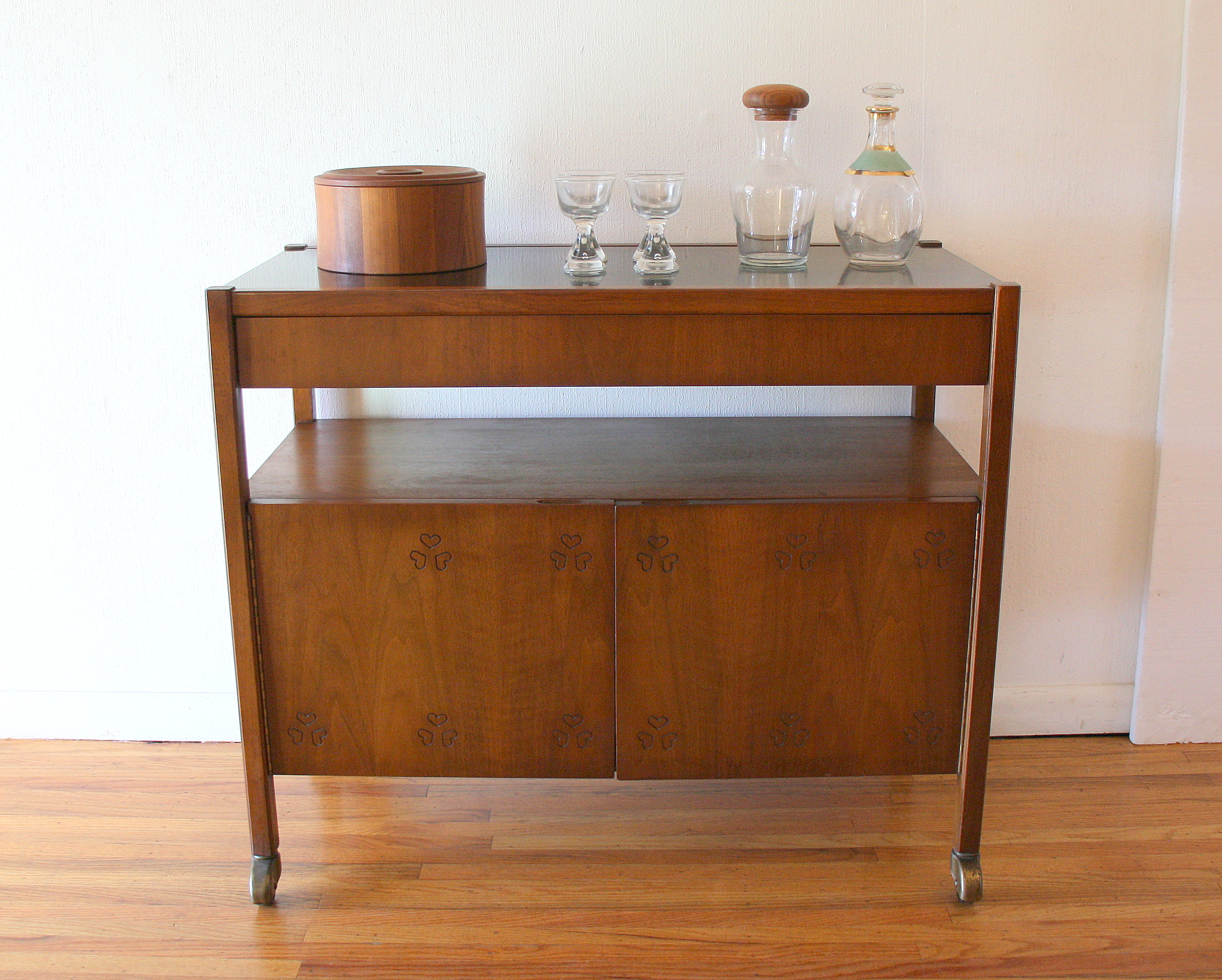 Martinsville clover bar cart 2
