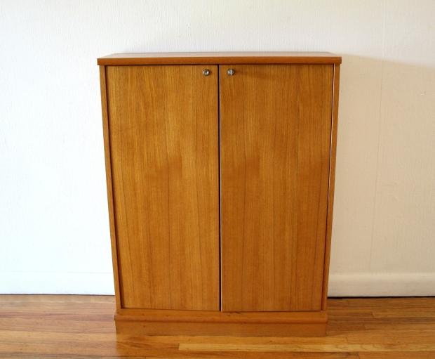 Teak mini cabinet 1