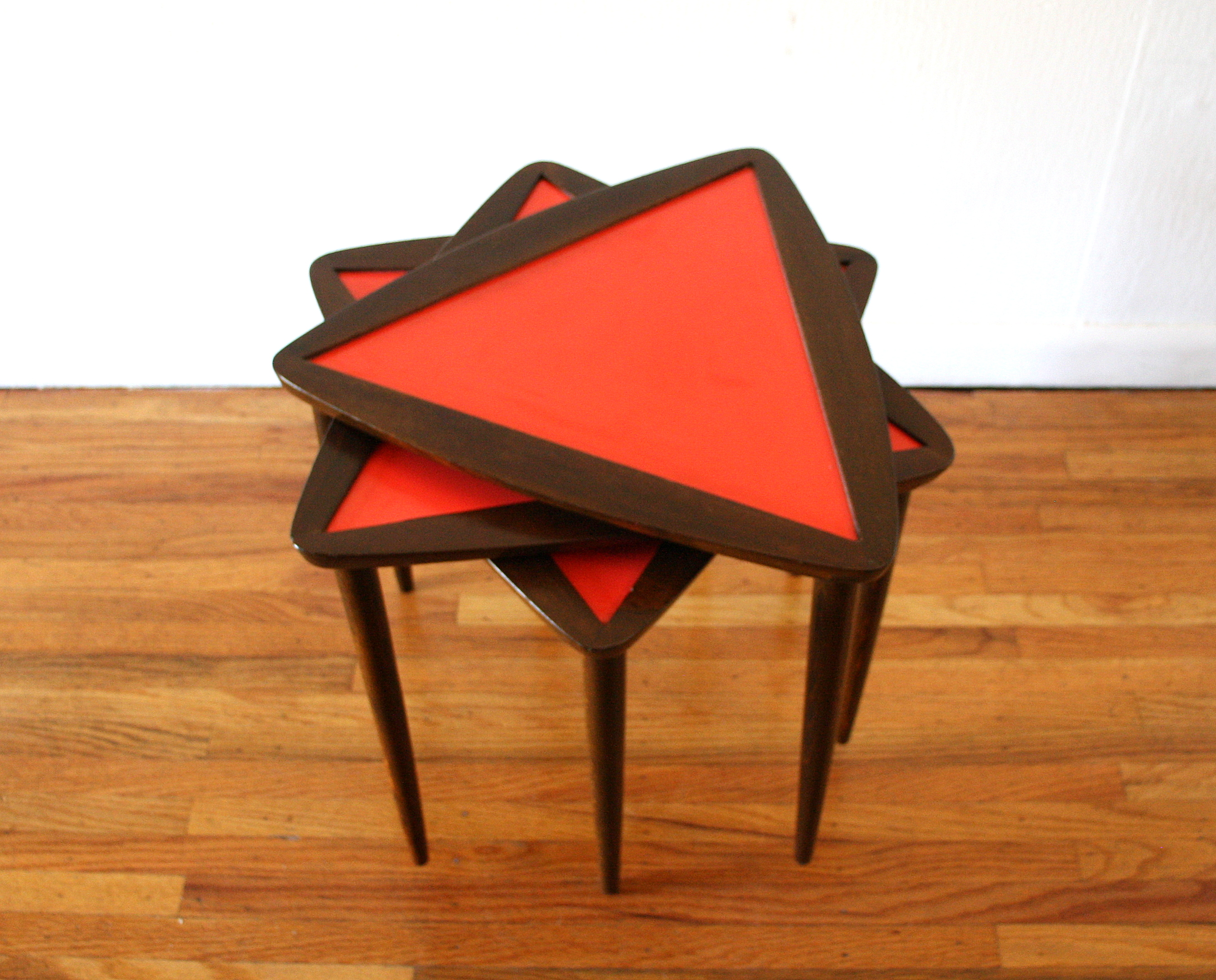red triangle nesting tables 3